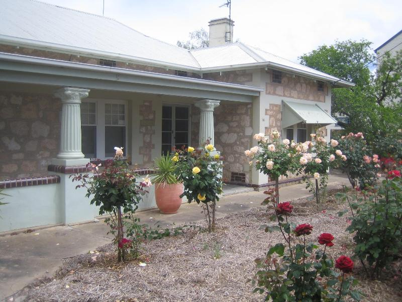 Front view with roses - MacDonnell House - Naracoorte - rentals