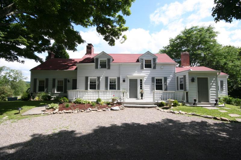 Beautiful Vintage Farm House - Beautiful Family Farm in the Heart of Hunt Country, Millbrook NY - Millbrook - rentals