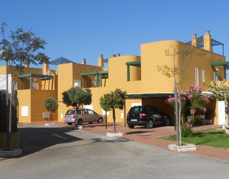 House near the beach / Adosado cercano a la playa - Image 1 - Chipiona - rentals