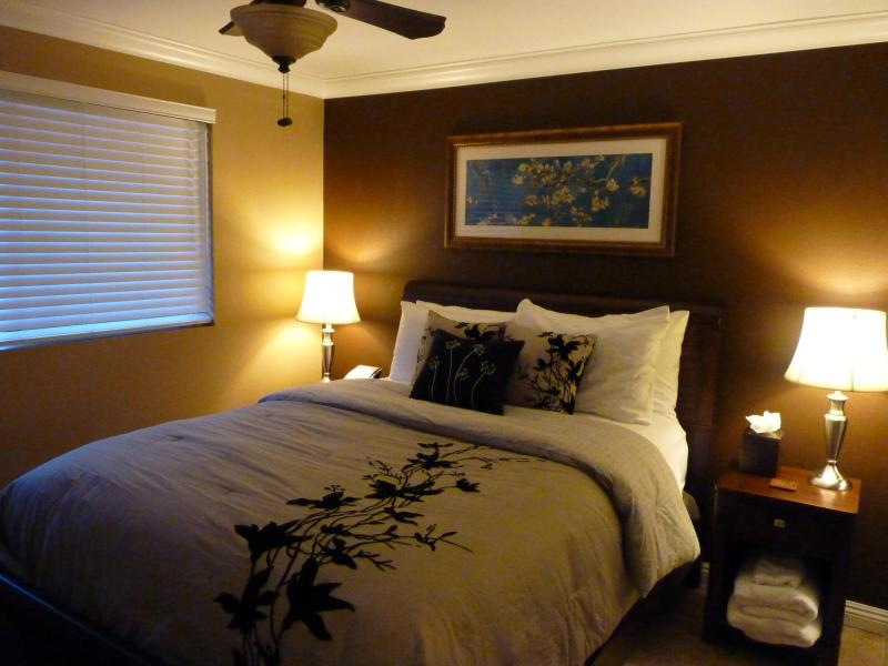 Queen Size bed, 600 thread count sheets - South Kihei Shores Condo Ocean View Maui Hawaii - Kihei - rentals