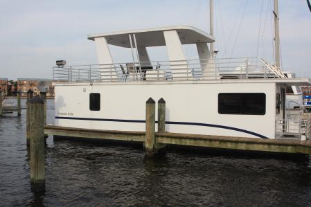 Beautiful Floating Condo in Canton - Image 1 - Baltimore - rentals