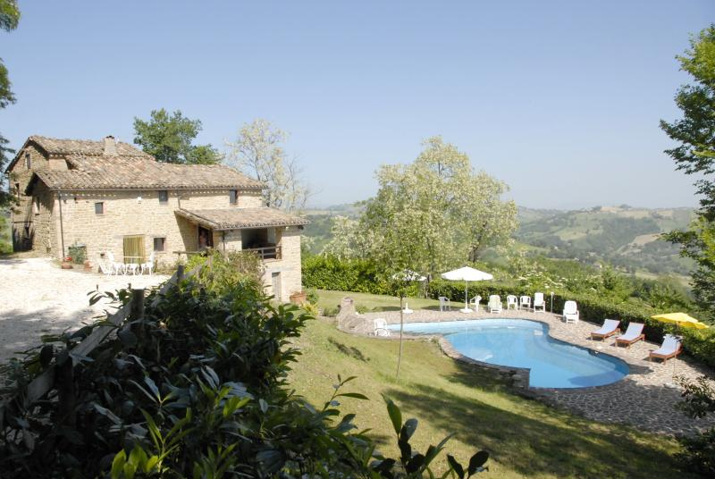 car park , house and pool - 4 bedroom Italian villa with very private  pool - Gualdo - rentals