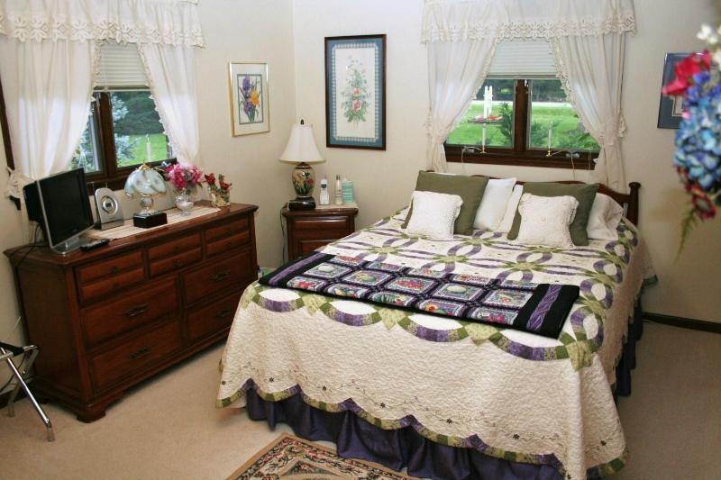 Queen Bedroom - Chelsea Area Country Bed and Breakfast - Chelsea - rentals
