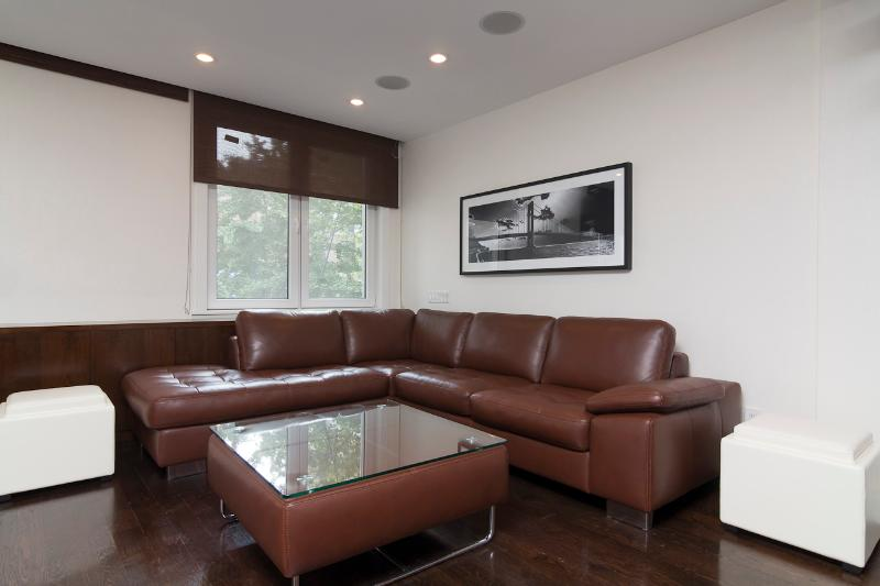 Living Room - Sleeps 7! 3 Bed/2 Bath Apartment, Midtown East, Awesome! (8339) - New York City - rentals