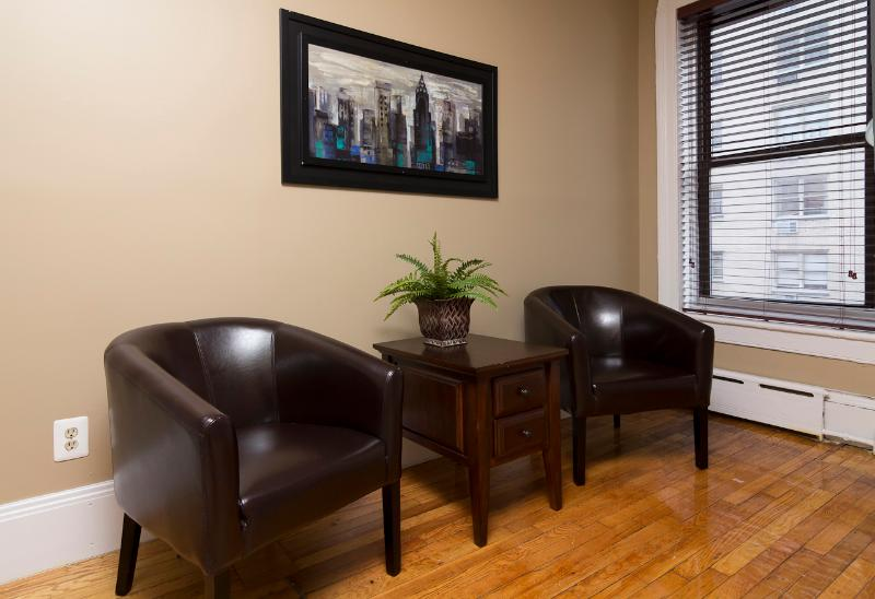 Living Room - Sleeps 4! 2 Bed/1 Bath Apartment, Midtown East, Awesome! (8346) - New York City - rentals