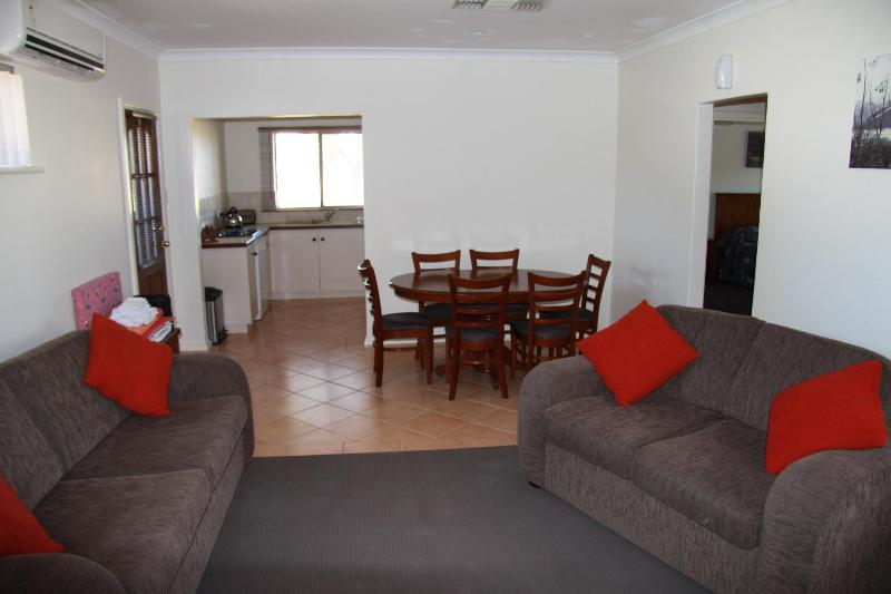 Apurla - 2 bedroom fully self-contained, pet friendly suite - APURLA - Pet friendly suite - Perth - rentals