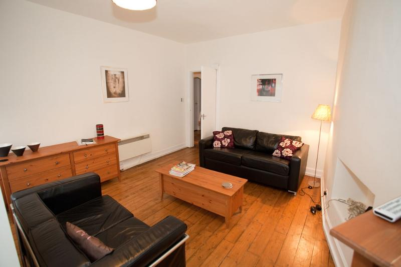 Lawnmarket Royal Mile Apartment - Image 1 - Edinburgh - rentals