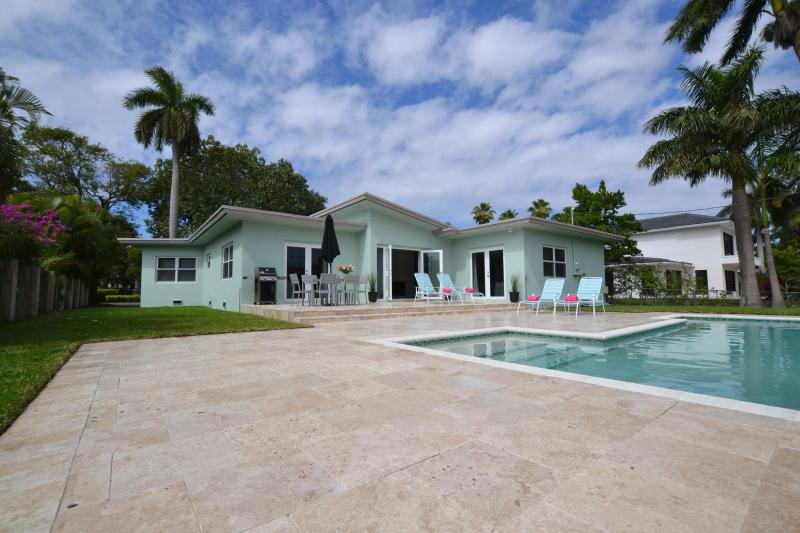 Prime location, walk to beach, new saltwater pool - Image 1 - Fort Lauderdale - rentals