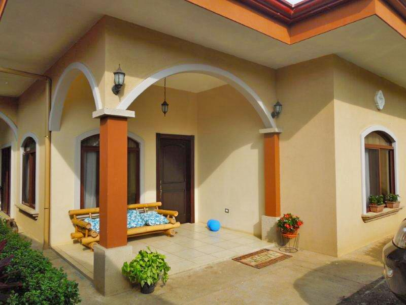 Front View - Only 15 Minutes Away from International Airport Ju - Alajuela - rentals