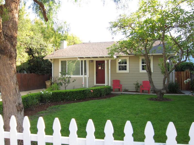 Quintessential Santa Barbara Beach Bungalow - Enjoy the American Riviera in our Santa Barbara Home - Santa Barbara - rentals