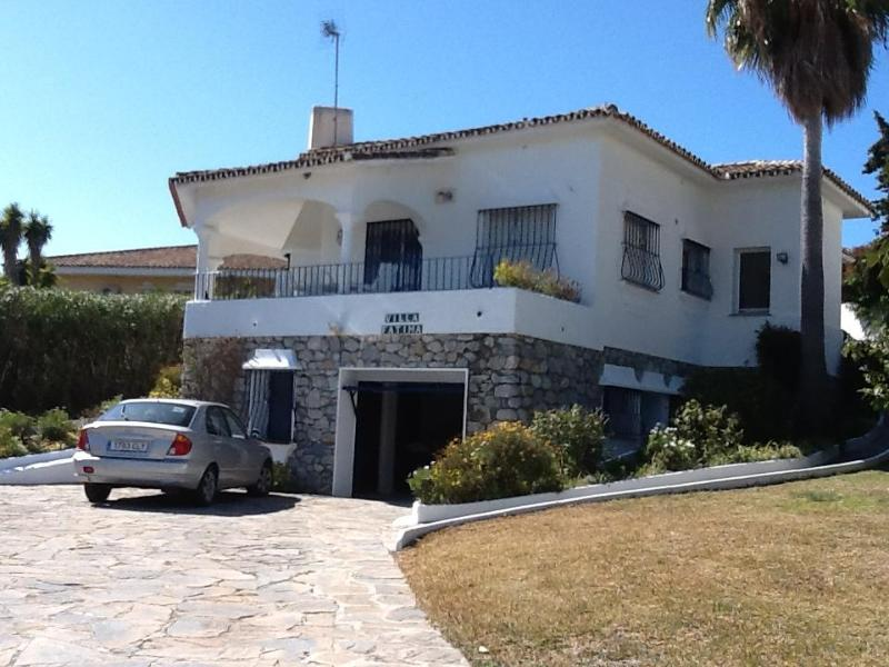 Villa Fatima, Front Drive and Garden - Stunning Villa ideal for families and Golfers in Guadalmina Alta - Benahavis - rentals