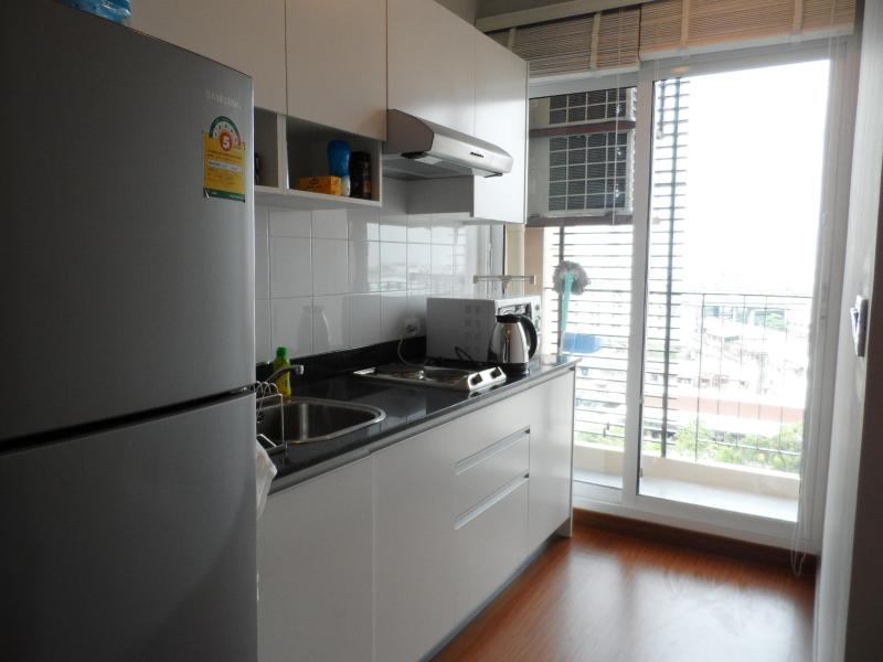 1 BR+ Self-contained Condo, WIFI/BTS Central Bangkok - Image 1 - Gambell - rentals
