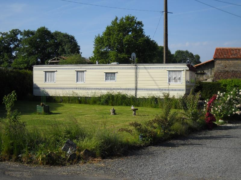 The Mobile Home in June - 3 Bedroom Static Mobile Home For Holiday Let - Poitou-Charentes - rentals