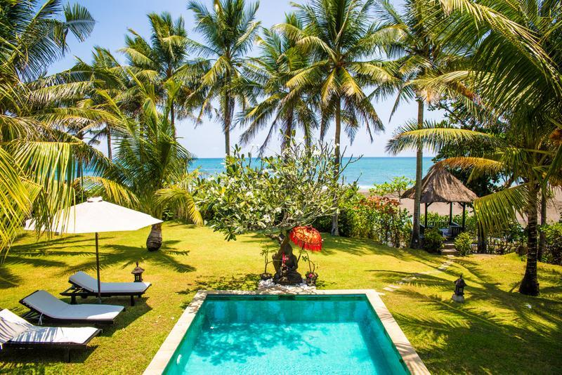 View from rooms and verandah - Sansil,Stunning Beachfront & Surf villa  in Canggu - Bali - rentals