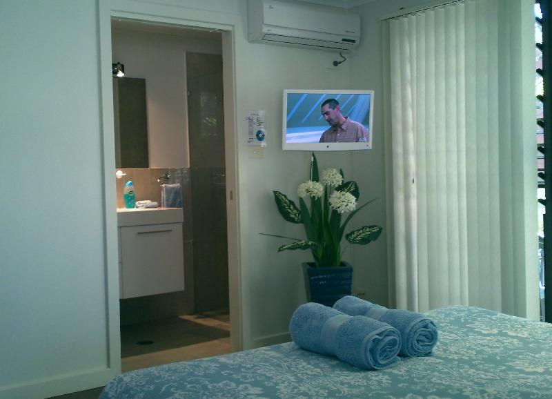 starboard unit ensuite - Anchors B&B - Port Macquarie - rentals