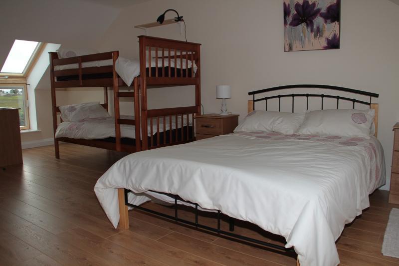 Upstairs Bedroom with King, Bunk & En-suite - Croob View @ Drumlin Lane - Hillsborough - rentals
