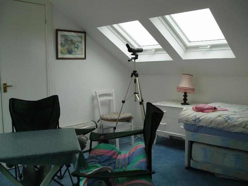 En suite twin with balcony - Beachfrontflat, 30yards from the  sea. - Ayrshire & Arran - rentals