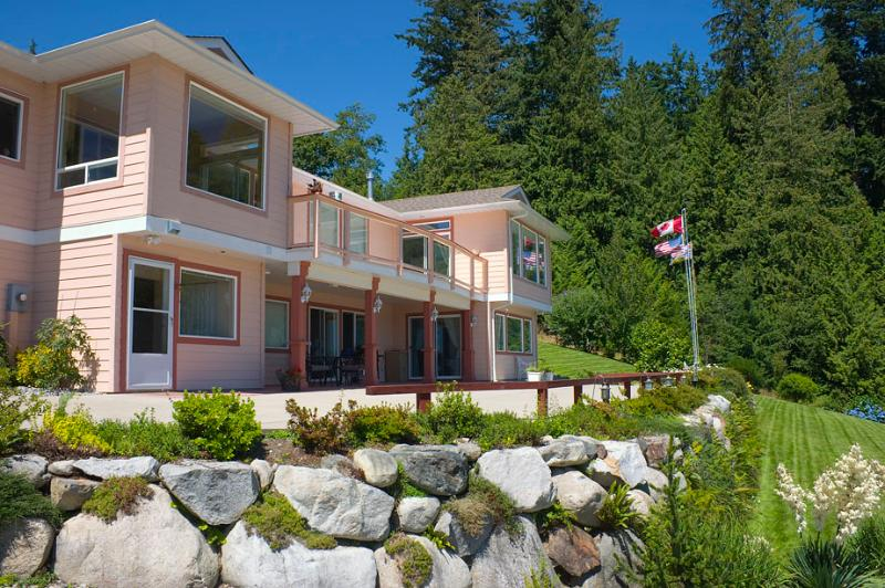 ORR situated in quiet country setting - Ocean Ridge Retreat B&B - Gold Star Pampering - Gibsons - rentals