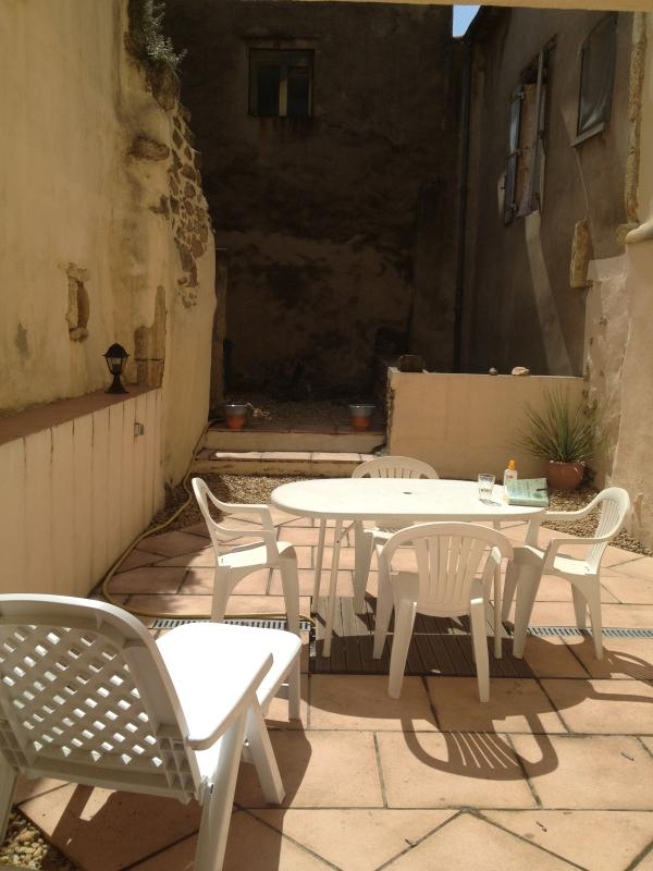 Outside area with BBQ - Typical southern French village house for holidays - Herault - rentals