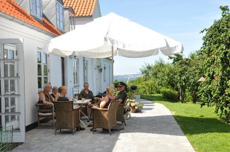 A nice rest on the terrace - Lyngholm Landsted Bed & Breakfast, Holbæk, Denmark - Moerkoev - rentals