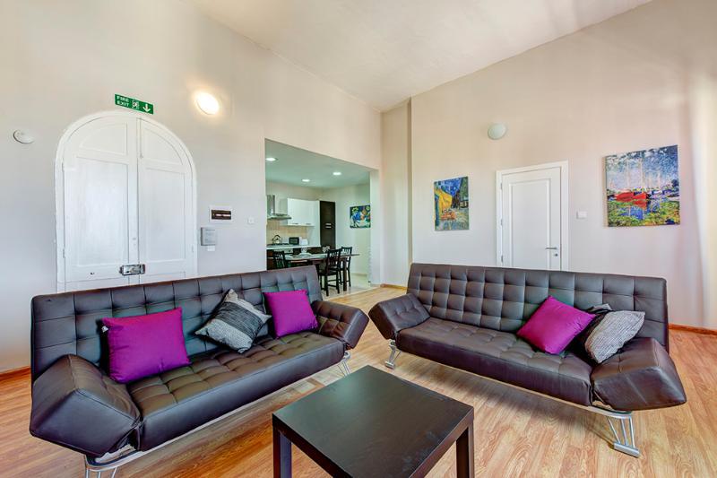 027 Foremost Location, Stylish Sliema 2-bedroom - Image 1 - Sliema - rentals