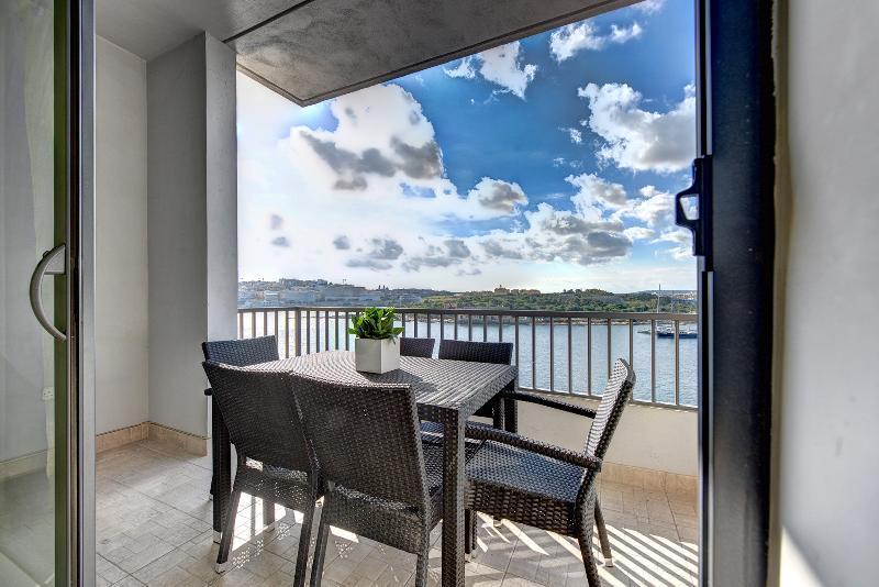 031 Exceptional Tigne Seafront 4-bedroom apartment - Image 1 - Sliema - rentals