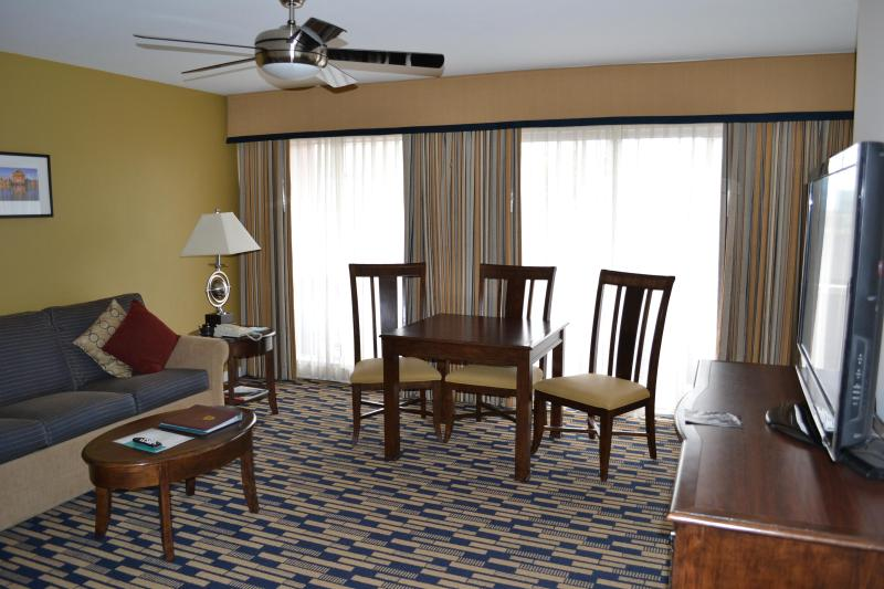 Living Room - The Suites at Fisherman's Wharf -LOCATION, LOCATIO - San Francisco - rentals