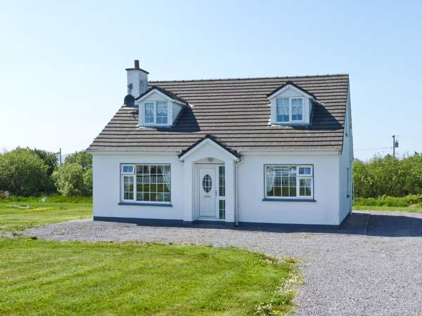 GOLF CLUB HOUSE, detached house near coast and golf club, ground floor bedroom, garden, Waterville Ref 25110 - Image 1 - Crossmaglen - rentals