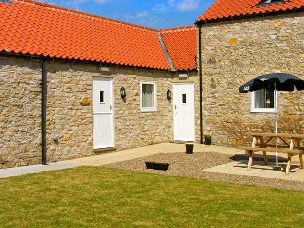 THE STABLES, single-storey, woodburning stove, ideal for a couple or small family, near Thornton-le-Dale, Ref 25663 - Image 1 - Thornton-le-dale - rentals