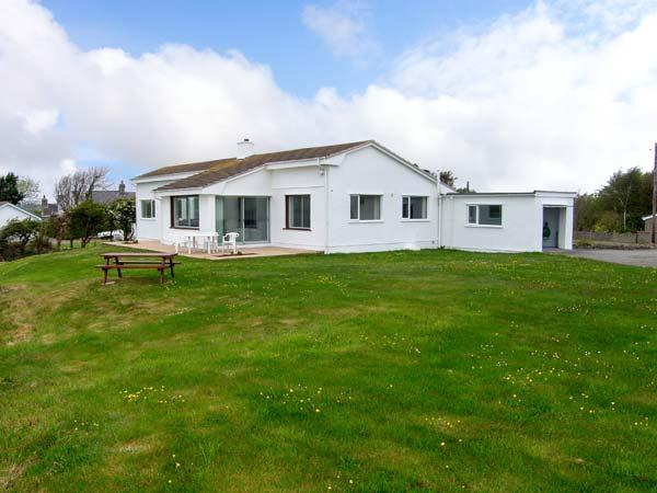 CRAIG WEN, detached cottage, overlooking an estuary, with open fire in Four Mile Bridge, Ref 25849 - Image 1 - Island of Anglesey - rentals