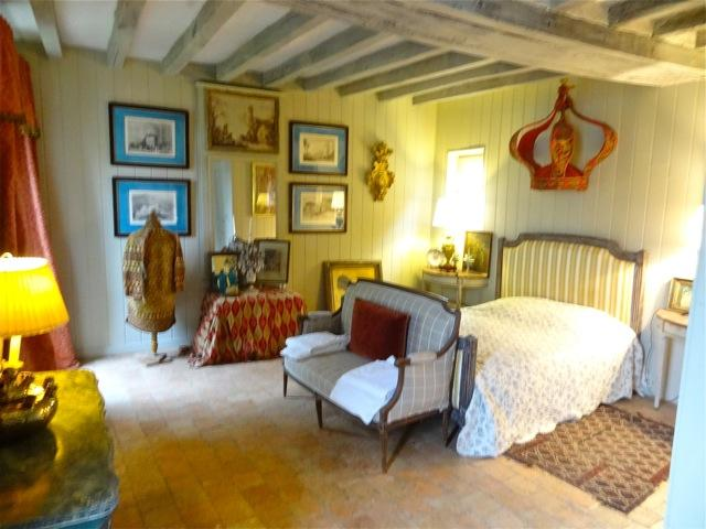 In the Loire Valley, a Magnificently Restored Guest House in Chateau Country; Sleeps 4 in La Petite - Image 1 - Saumur - rentals