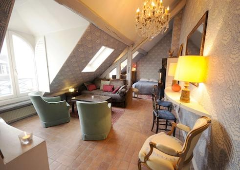 living area with bed - Charming Vacation Rental, Rue Saint Honore, Paris - Paris - rentals