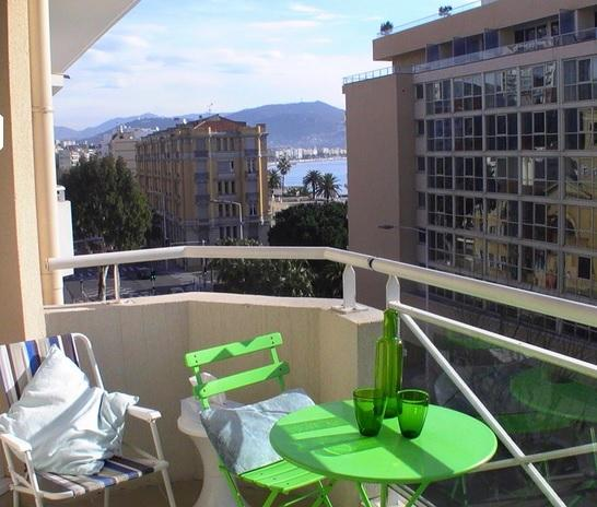 South facing balcony with partial sea views - 1 bedroom apartment with seaview near beach - Cap d'Ail - rentals