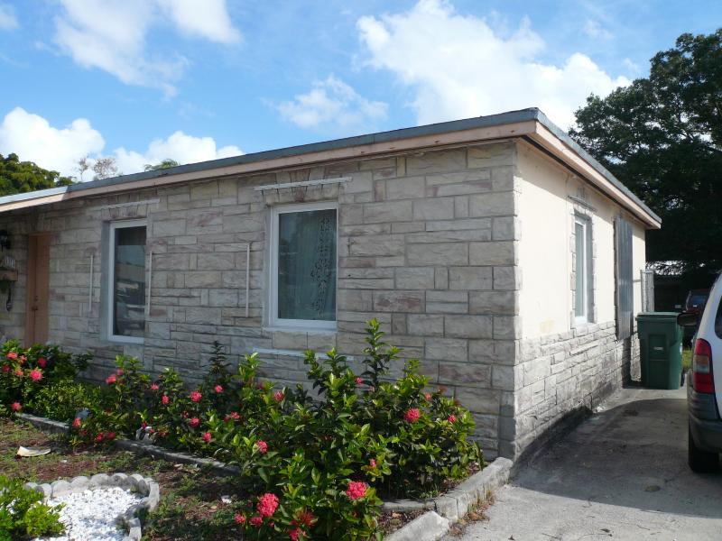 Cottage Style detached home - Gorgeous 2 bedrooms, 1 bath bungalow in Wilton Man - Fort Lauderdale - rentals