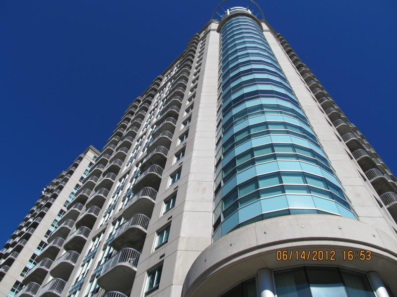Front of building - Wonderful condo at downtown Ottawa Canada! - Ottawa - rentals