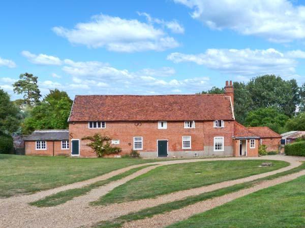 GARDENER'S COTTAGE, pet-friendly cottage with woodburner, garden, in Hadleigh Ref 24518 - Image 1 - Hadleigh - rentals