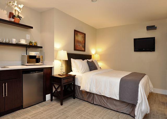 Queen bed - DuPont Circle-Adams Morgan, Parking, Kitchenette, Metro 3 blks - Washington DC - rentals