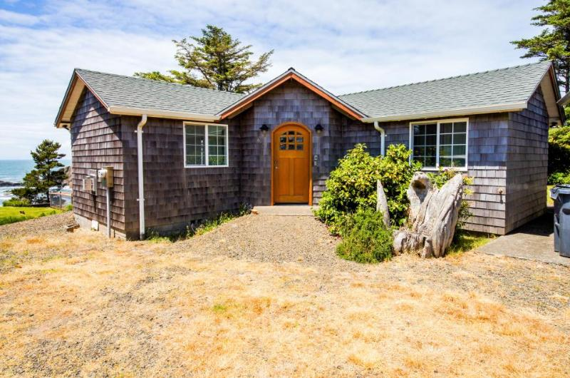 Oceanfront, modern cottage perfect for a family! - Image 1 - Depoe Bay - rentals