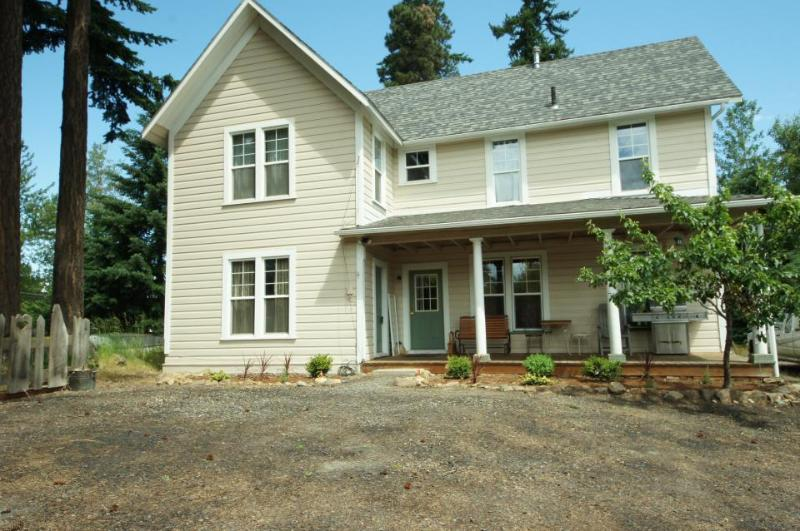 Pet-friendly, welcoming retreat for six! - Image 1 - Hood River - rentals