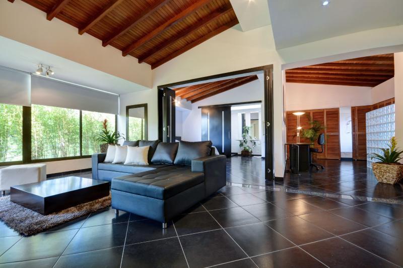 Style Central, Near Lleras - Image 1 - Medellin - rentals