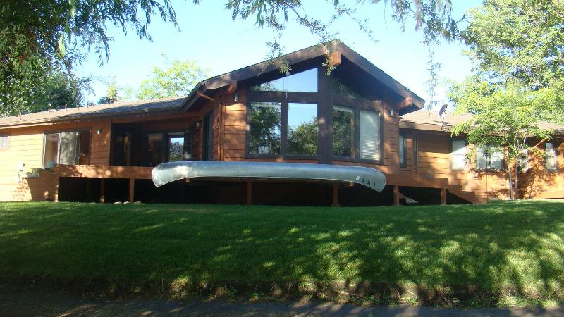 Lake & Golf Course Frontage - Enchanting Lake and Golf Course Frontage Home - Tehachapi - rentals