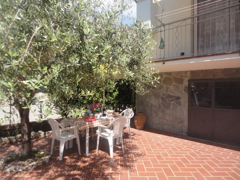 Exterior to have meal and relax - Villa Close to Lerici and Cinque Terre - La Spezia - rentals