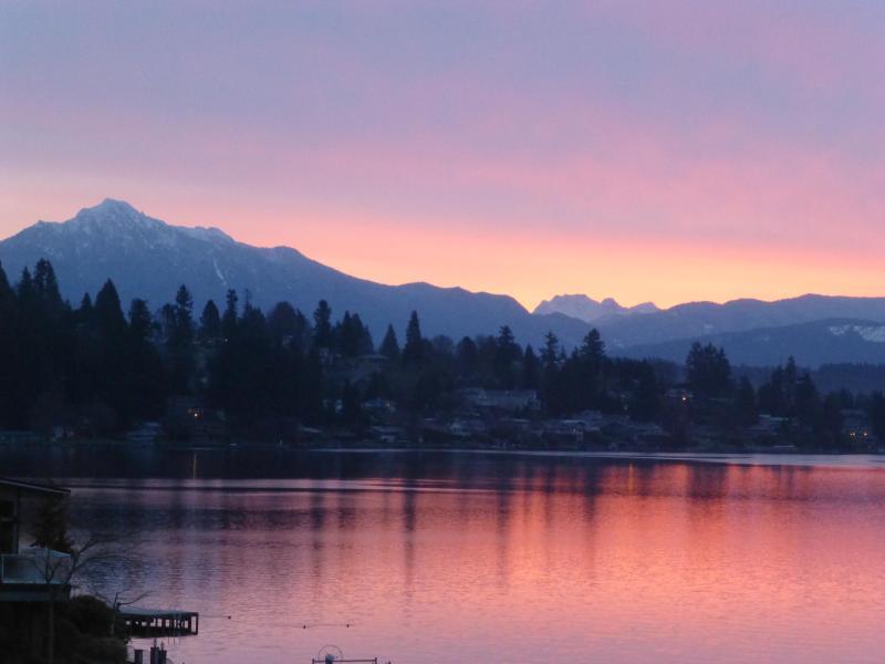 Mt. Pilchuck - Breathtaking LakeMtn View Waterfront guest retreat - Lake Stevens - rentals