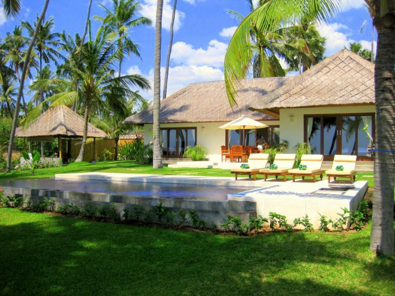 Ocean front villa Pantai - Image 1 - Kubu - rentals