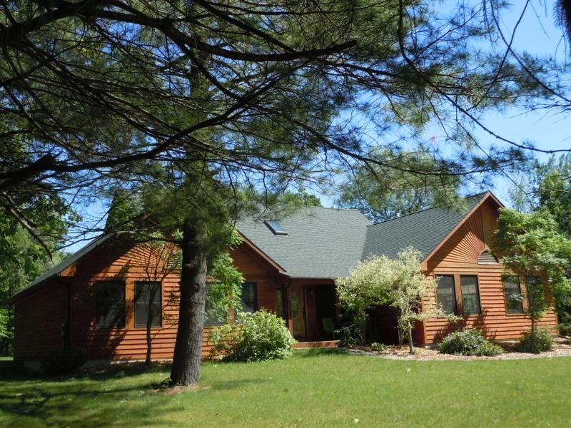 Exterior - NORTHSIDE HIDEAWAY 1 block from Lake Michigan! - South Haven - rentals