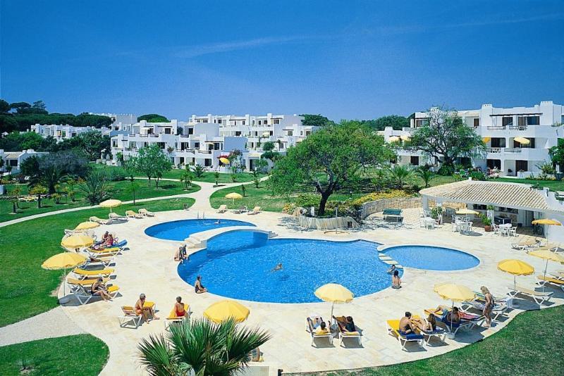 1 Bedroom Apartment in Resort 500 m From the Beach - ALBUFEIRA - REF. BALGOL110371 - Image 1 - Albufeira - rentals