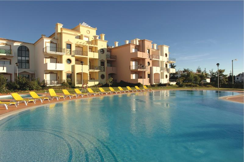 1 Bedroom Apartment in Vilamoura 3km away from Golf Courses and Falesia Beach REF. EDV110499 - Image 1 - Quarteira - rentals
