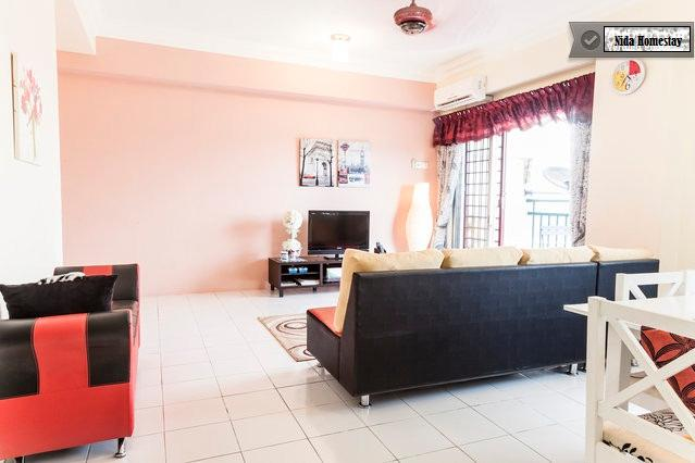 Spacious Living Hall & Dining Area - Holiday Home Rental - 4 bedroom fully furnished - Ampang - rentals