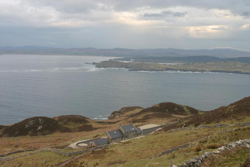 Luxurious Cliffside Hideaway with Outstanding View - Image 1 - Dunfanaghy - rentals