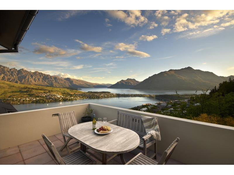 Lake and Queenstown Mountain Views - Queenstown's King Luxury Accommodation - Queenstown - rentals